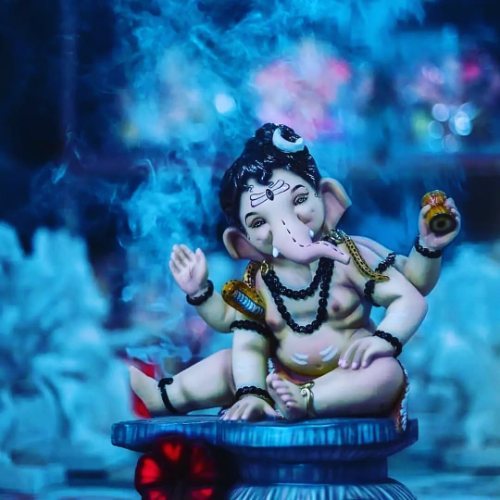 Vinayaka Chaturthi quotes and photos to loved ones